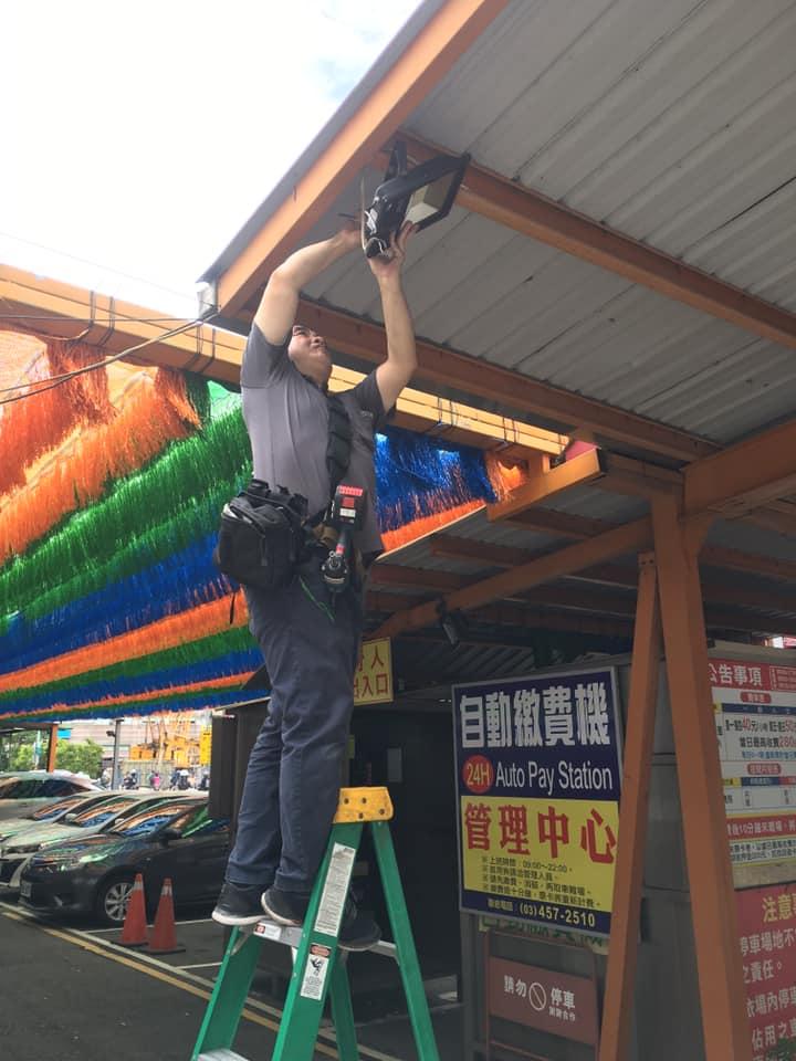 停車場安裝投射燈